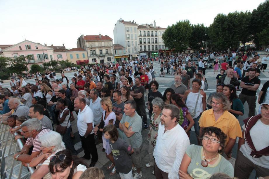 Dans les avenues piétonnes de la ville ou sous le square, des milliers de Hyérois et de vacanciers sont venus fêter l'arrivée de l'été en musique.