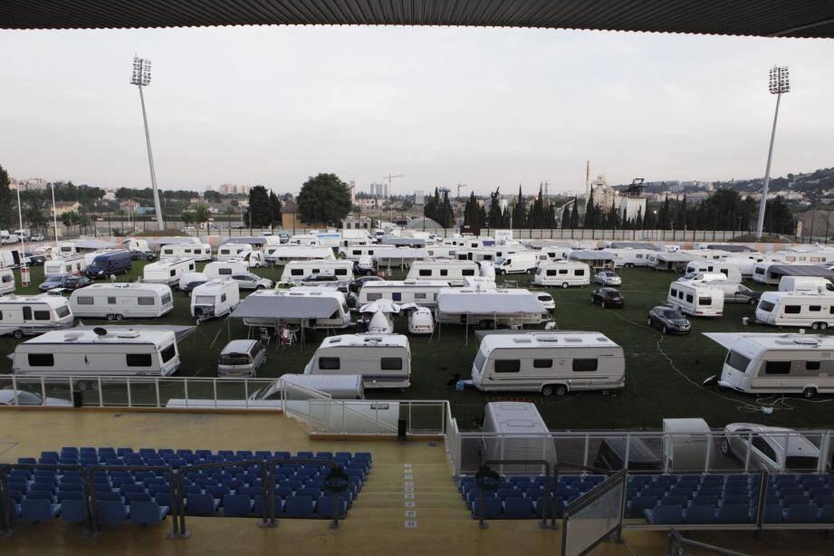 Environ 600 personnes se sont installées sur le stade de rugby et les deux terrains annexes.