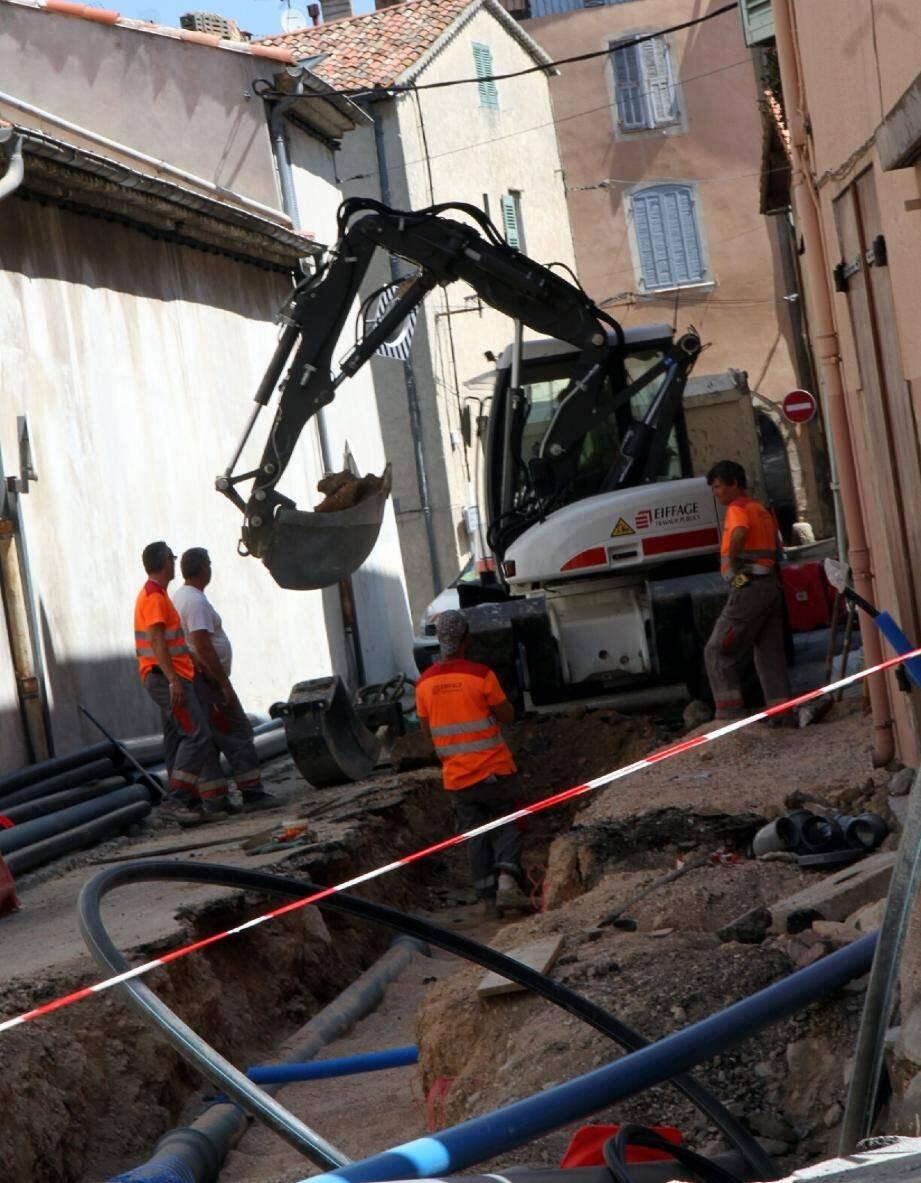 La régie des eaux du pays brignolais mène de nombreux chantiers, comme hier (ci-dessus) rue Saint-François.