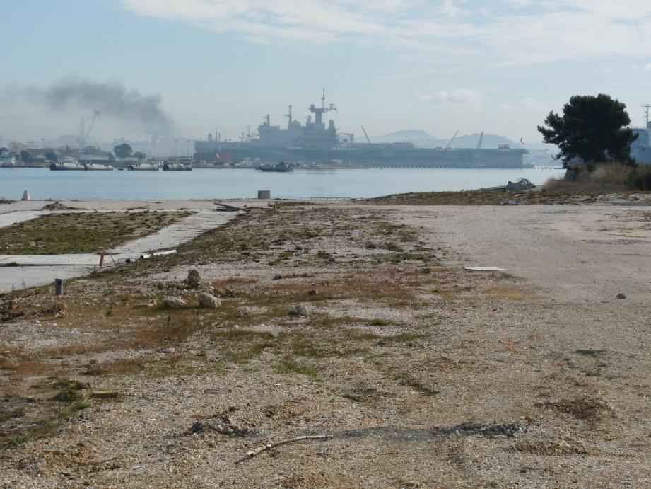 A Brégaillon, en face du port de Toulon, la friche devait accueillir le projet de traitement et de valorisation des sédiments.