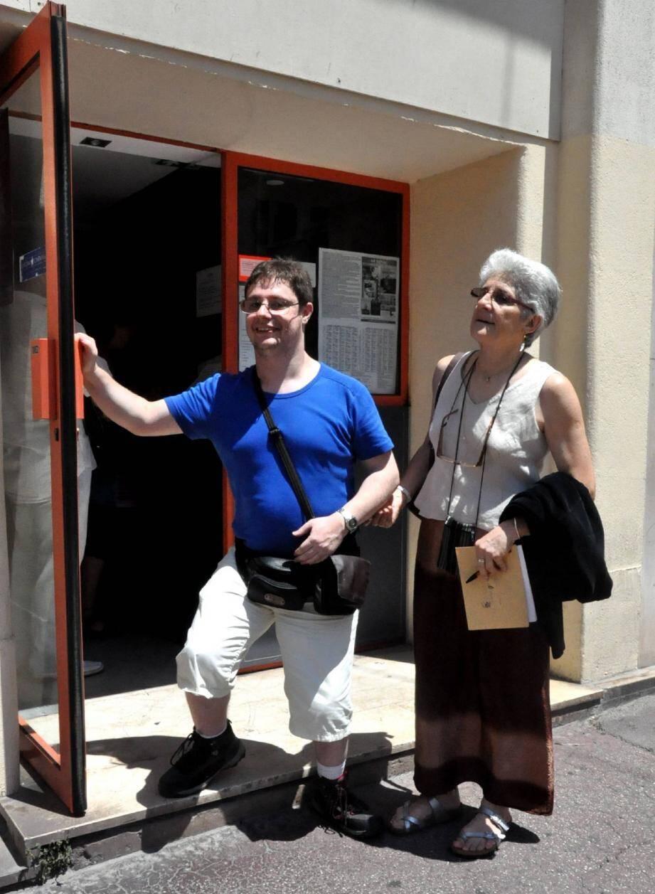David Lapendry et Eliane Rasoli félicitent le Royal, sauf pour la marche devant l'entrée.