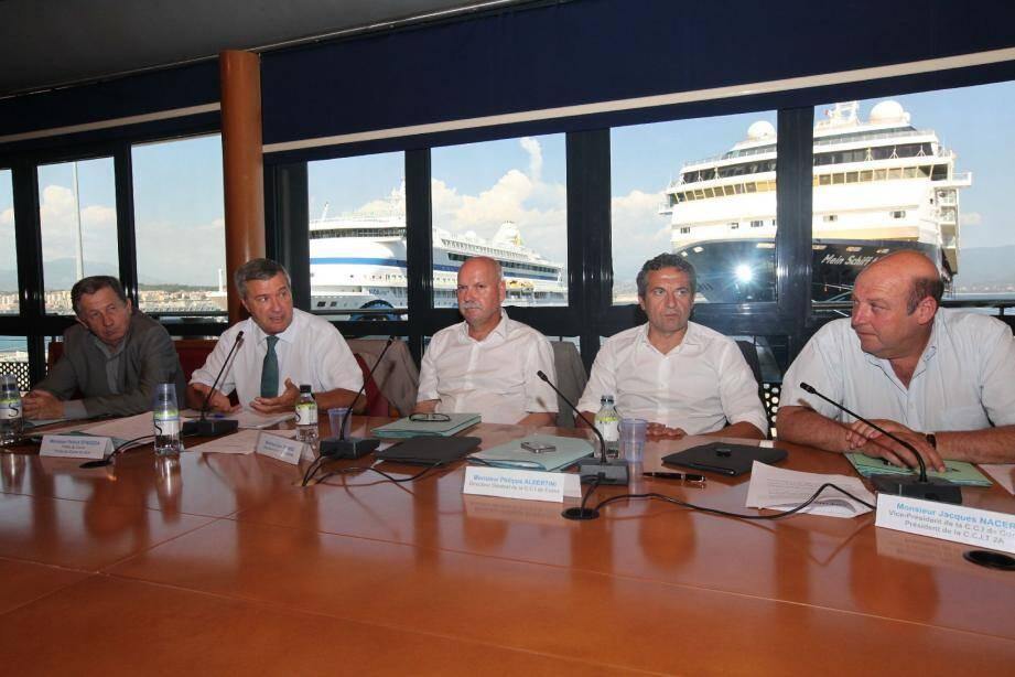 Hier, à l'issue d'une assemblée générale de la CCI de Corse, organisée à Ajaccio en présence du préfet Patrick Strzoda, les trois présidents des chambres de commerce ont tenu à exprimer leurs points de vue sur la problématique des transports. Dont les enjeux deviennent de plus en plus cruciaux pour le développement de l'île.