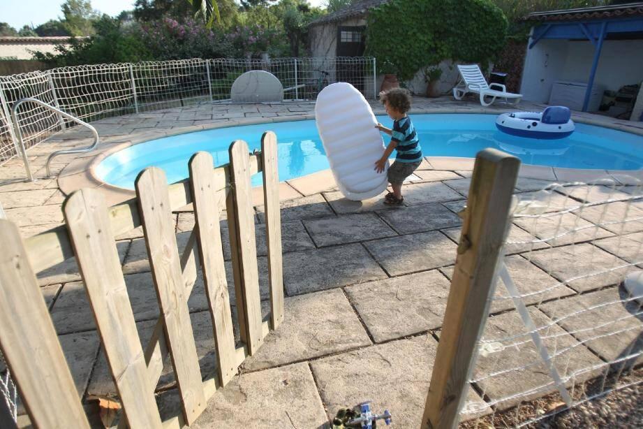 La loi de 2003 a permis de diviser le nombre de noyades d'enfant (suivies de décès) par deux alors que le nombre de piscines a augmenté.