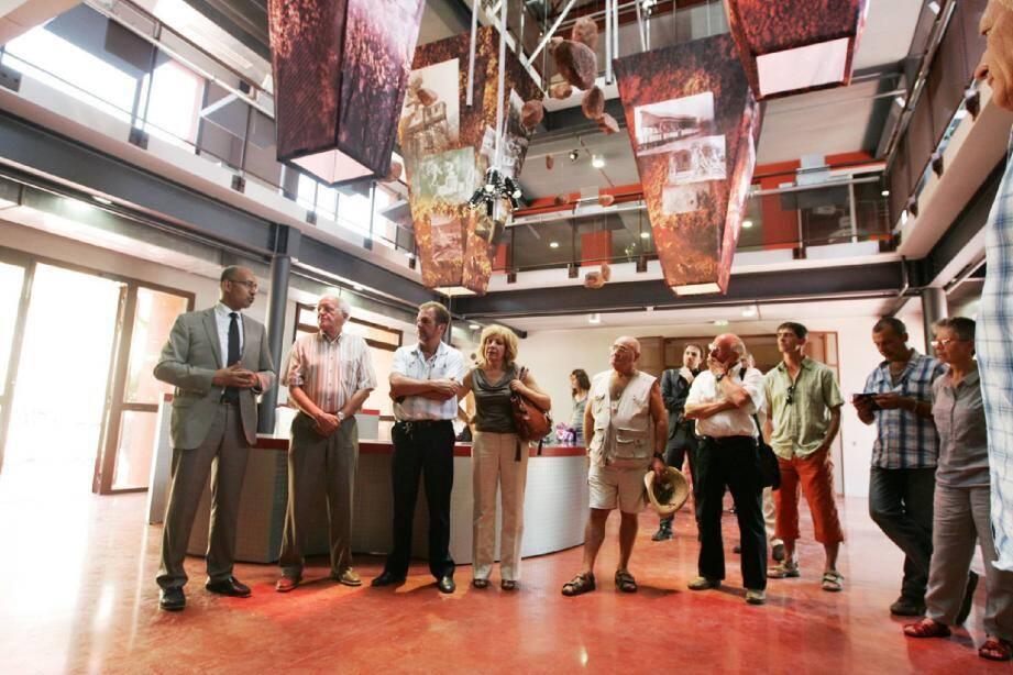 Harlem Désir - ici lors de la visite du Musée des gueules rouges à Tourves - est venu soutenir Claude Gilardo qui « incarne le rassemblement et les valeurs de la République. »