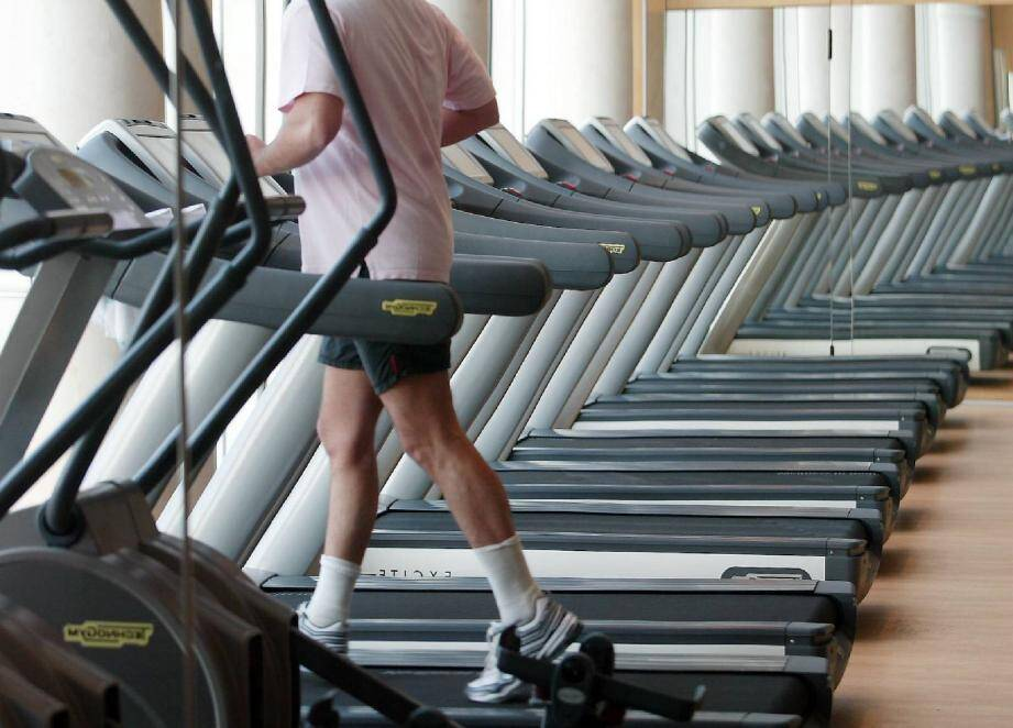 Alors que certains forgaient leurs muscles, il pillait les vestiaires.