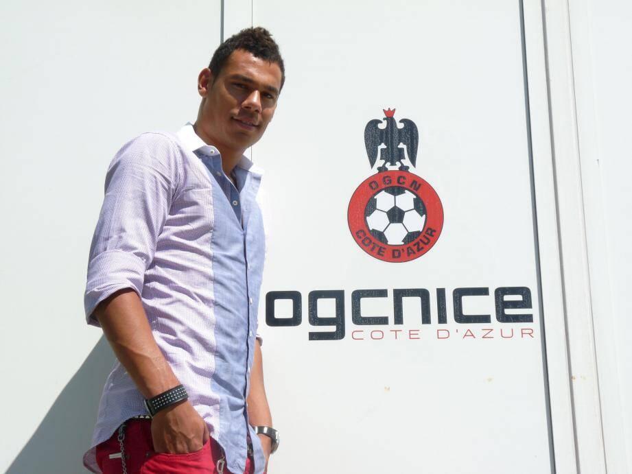 Timothee Kolodziejczak signe pour 4 ans à Nice