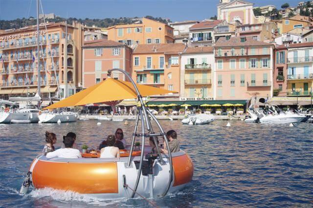 "Ce ""resto-bateau"" est la nouvelle attraction de la Rade de Villefranche."