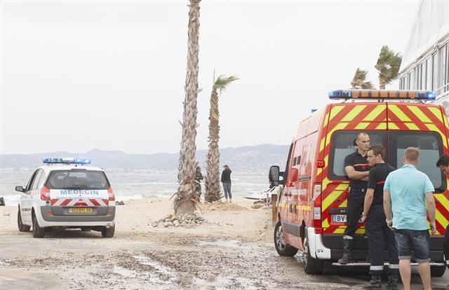 Le kite-surfer a été rapidement secouru hier sur la plage du Palm Beach, à la pointe Croisette.
