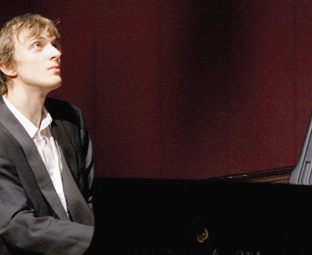 Le Russe Alexander Lubyantsev était hier, à 14 h 30, sur la scène de la salle Garnier.