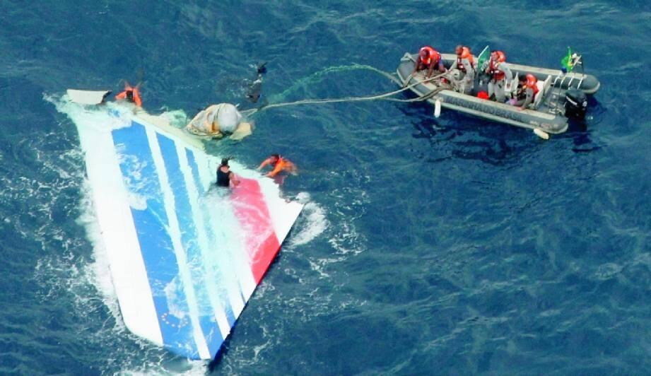 Des débris de l'appareil avait été repêchés le 8 juin 2009, par la Marine brésilienne à 1 200 km au nord-est de Récife.(Photo Marine brésilienne/Reuters)