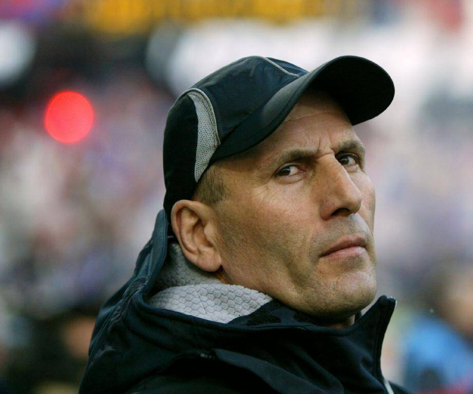Elie Baup serait prêt à reprendre du service avec l'AC Ajaccio. Mais à très court terme, l'homme à la casquette ou pas ?