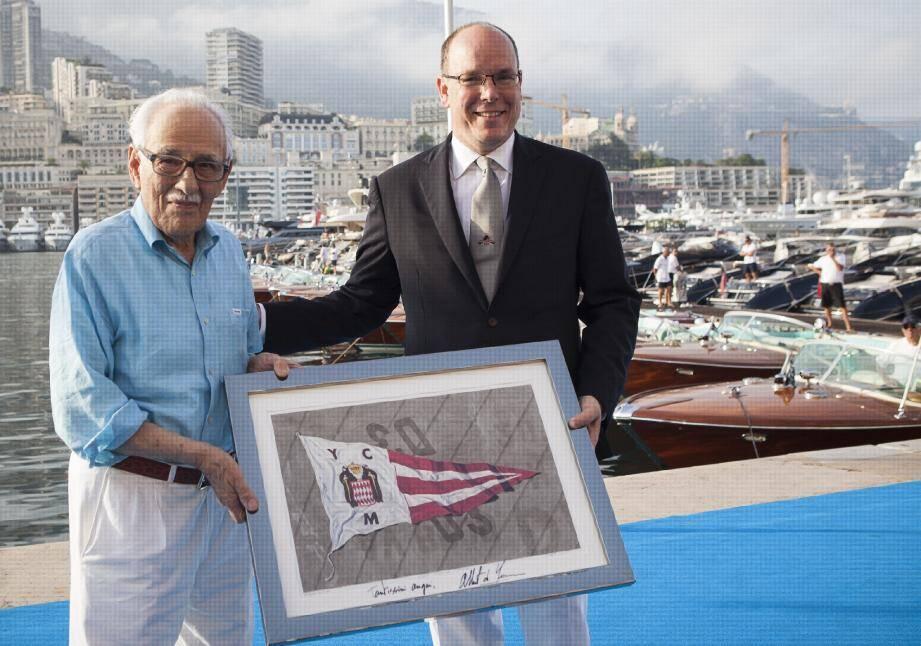Carlo Riva et le souverain (à gauche) sur le port Hercule, ce week-end à l'occasion du triple anniversaire de Riva.