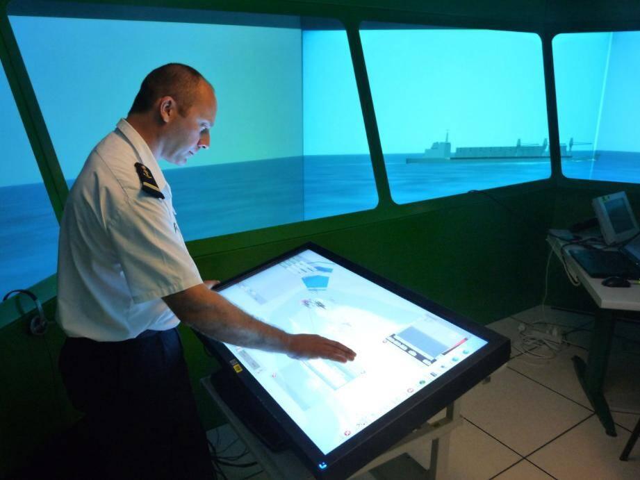 La table tactile imaginée par DGA TN satisfait déjà les Marins qui ont pu tester le système en contexte simulé au Mourillon.