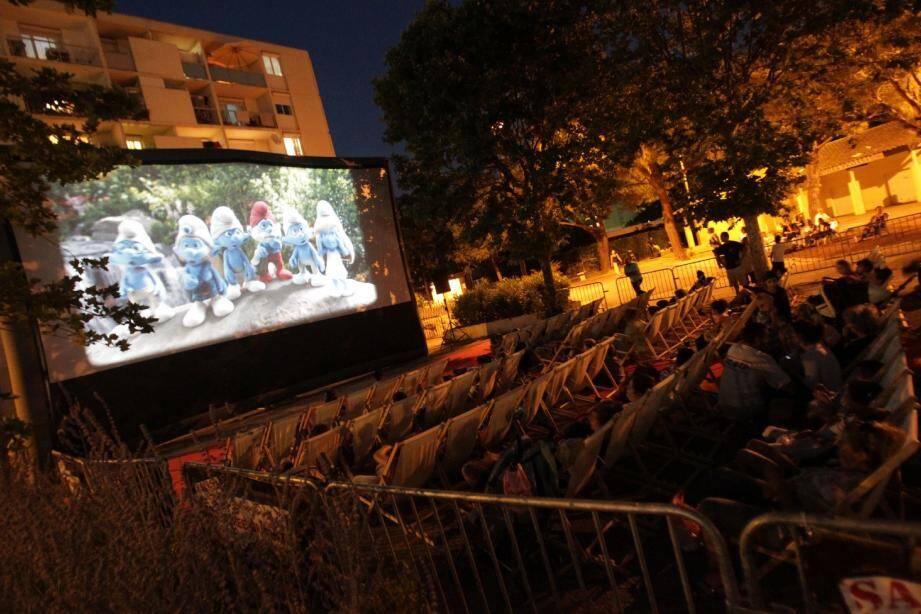 Les aventures des Schtroumpfs à New York ont rassemblé lundi soir une foule de petits Cannois place Sainte-Jeanne pour la première soirée Ciné quartier de l'été.