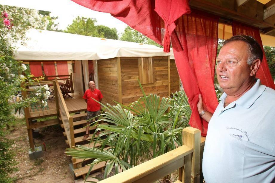 Les cinq « cabanes de pêcheur » tout en bois du camping des Pêcheurs, à Roquebrune-sur-Argens, ont coûté 100 000 euros.