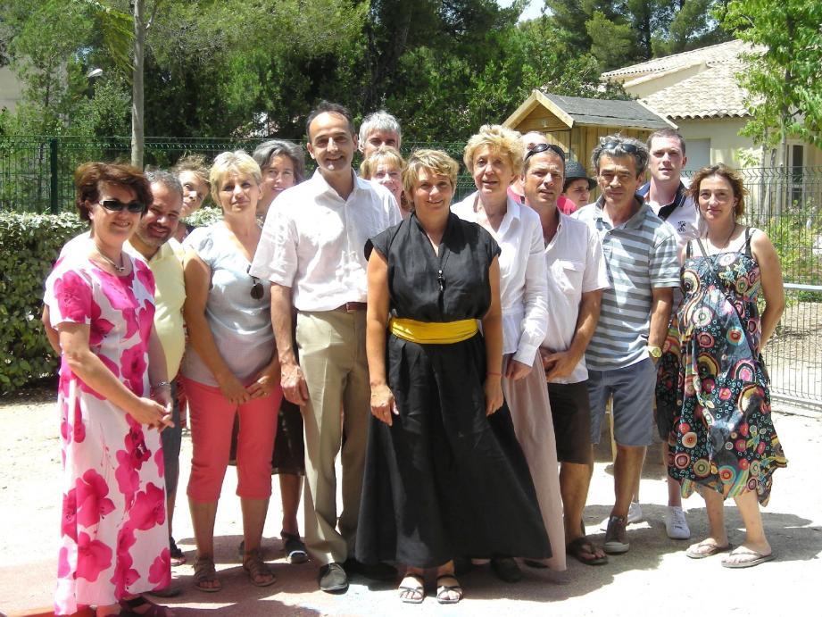 Les membres d'Aidera-Var et l'équipe éducative de La Frégate ont fêté les dix ans de l'association qui œuvre pour une meilleure prise en charge des autistes. (P hoto A.-F. V.)
