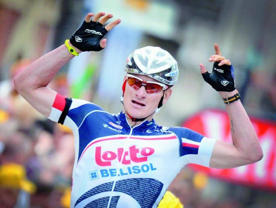 André Greipel a trouvé la clé et il en a profité pour remporter sa deuxième victoire d'affilée, hier, à Saint-Quentin, où le maillot vert Peter Sagan, victime d'une chute, a fait une mauvaise opération.