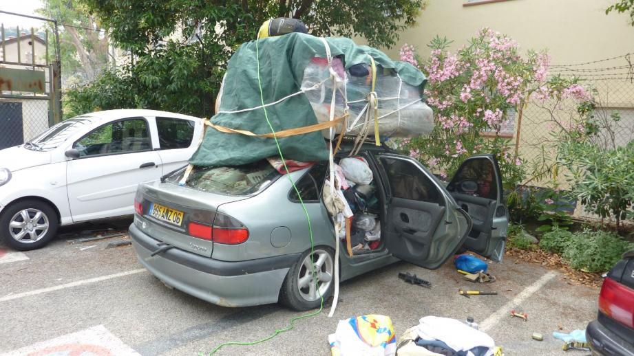 La voiture était dangereusement chargée et s'apprêtait à emprunter l'autoroute !