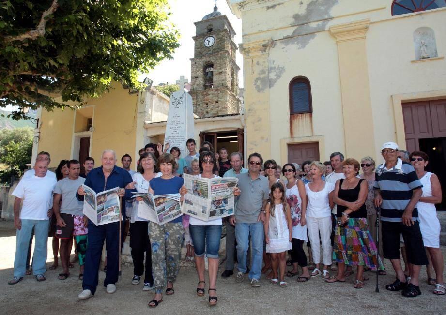 Pour donner le coup d'envoi de la nouvelle édition de « la tournée des 51 villages », les habitants se sont donné rendez-vous sur le parvis de l'église de l'Annunziata.