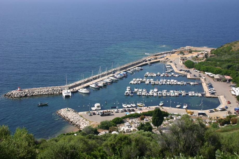 En se modernisant, le port Toussaint-Rochiccioli est devenu un véritable pôle d'activités économiques et de loisirs.