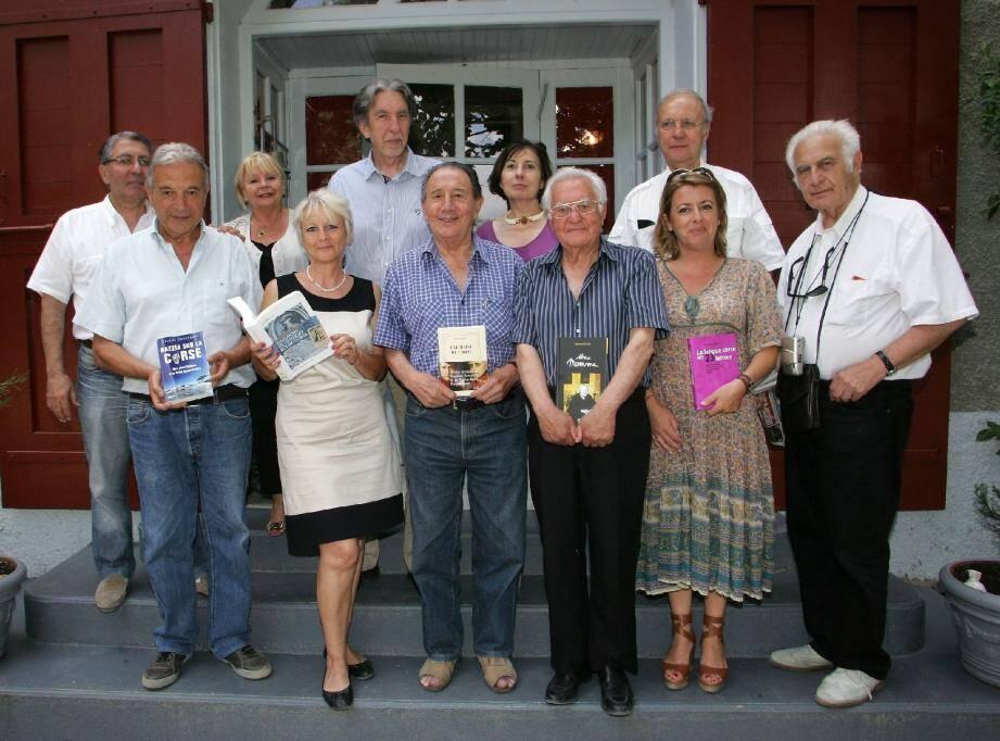 Autour de la présidente, Jocelyne Casta, les membres du jury du Prix du livre corse ont fait leur choix pour l'édition 2012. À San Petru di Venacu, ils ont été rejoints par l'ancien maire de la commune, François Flori.