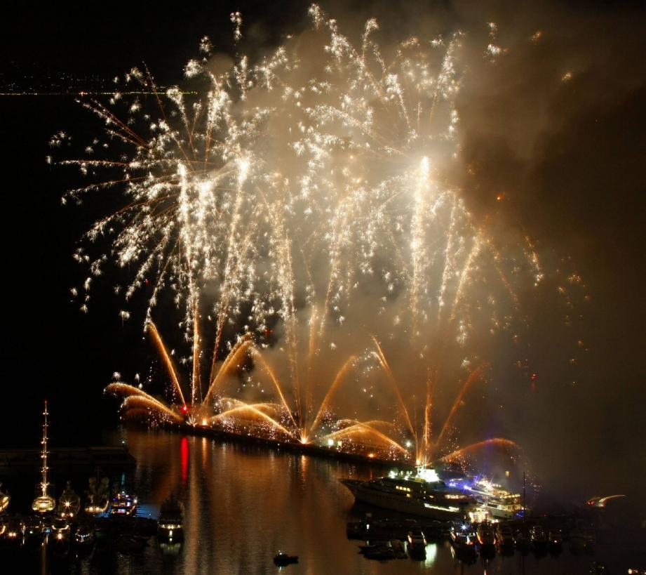 Festival de sons et lumières au port Hercule - 17641900.jpg