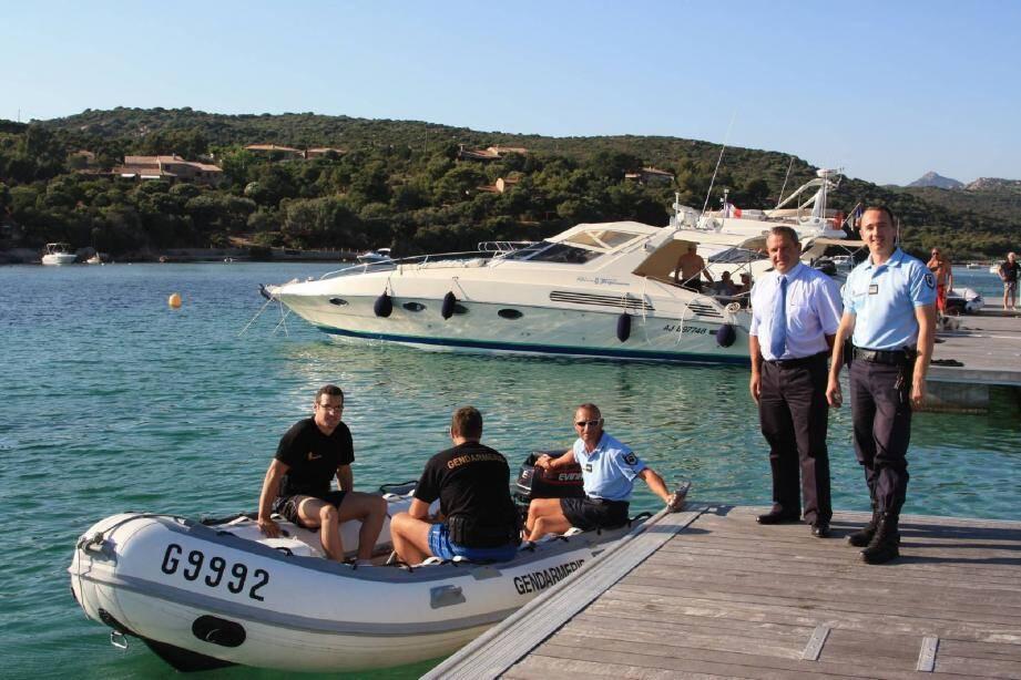 Le dispositif de sécurité élaboré par le commandant de la compagnie de gendarmerie de Sartène, Pierre-Olivier Benech, et le sous-préfet, Alain Charrier, prévoit des patrouilles sur terre comme en mer.