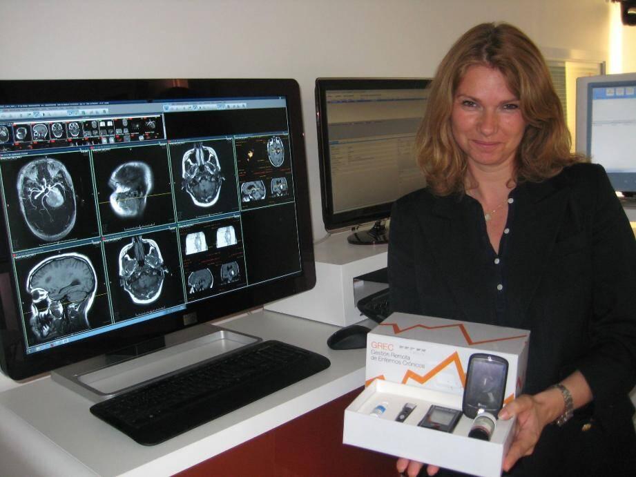 Lyse Brillouet, directrice de la stratégie du marketing présente les produits développés par l'entreprise.