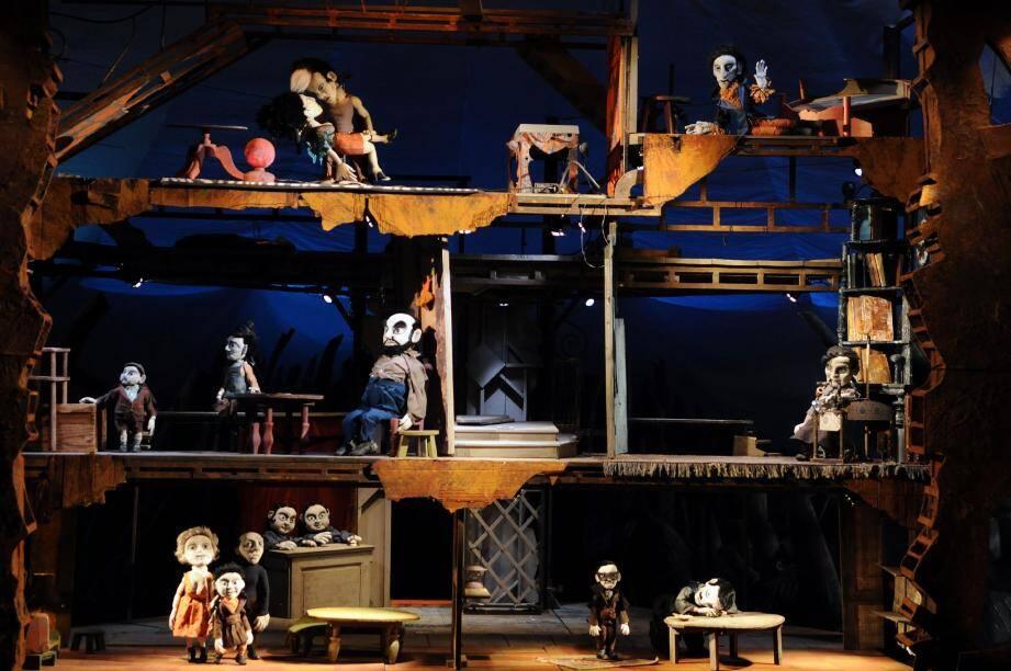 Ce lundi, le Théâtre du Rugissant, va interpréter « Dans l'œil du Judas », avec d'étranges marionnettes.