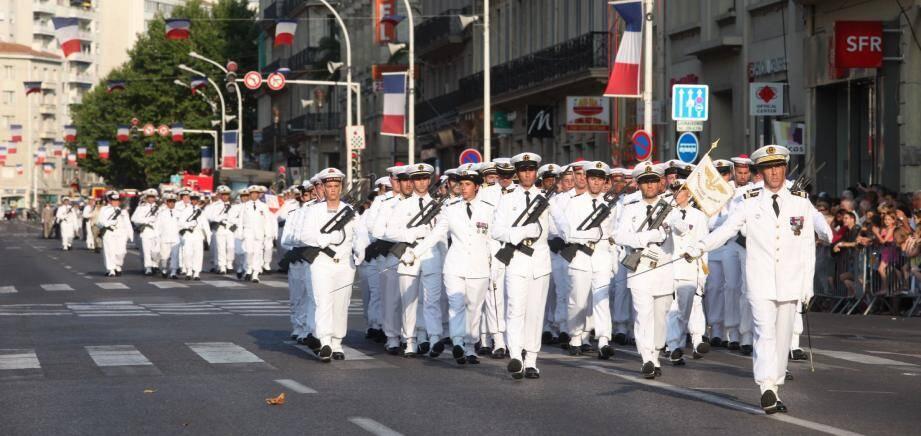 Au total, 445 hommes ont participé au défilé toulonnais. La cérémonie a également été l'occasion de décorer le préfet maritime, Yann Tainguy (ci-contre), qui a été élevé au rang de commandeur de la Légion d'honneur.