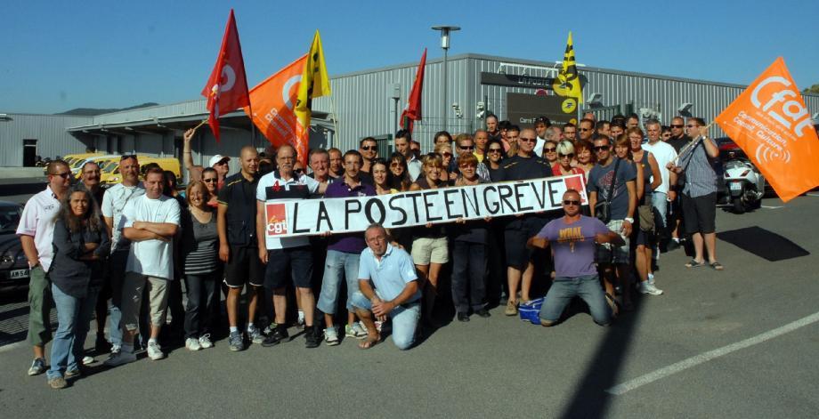 Au centre de tri de Puget-sur-Argens, le personnel de La Poste était très remonté, hier. Il poursuit son mouvement aujourd'hui.