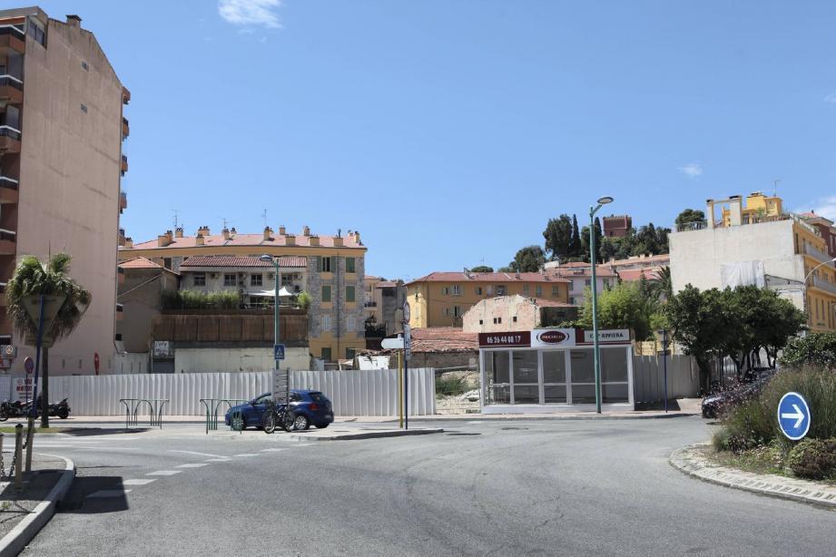 Le tribunal administratif a tranché : ce sera 103 logements sur 5 600m2, mais pas de commerces, hormis le garage Ford et la pharmacie.