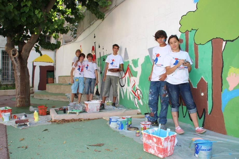 Pendant les vacances, les jeunes Dracénois peuvent occuper leur temps sur les chantiers éducatifs de la municipalité.