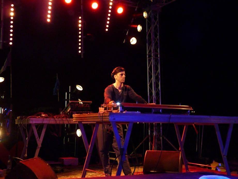 Sur la plage de l'Almanarre, la nuit de samedi à dimanche a fait un carton. Aux manettes, entre autres, le DJ berlinois Dixon.