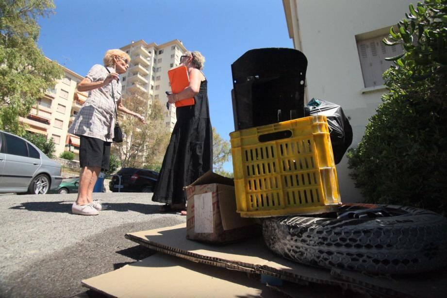 Des déchets au pied des immeubles, des poubelles débordantes, c'est le paysage qu'offre « la Cité du soleil » depuis quelques mois.