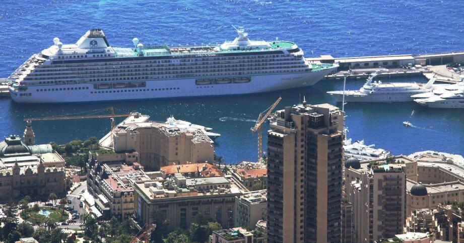 244 000 passagers sont attendus pour cette année 2012 sur la digue du port Hercule, avec une hausse significative des escales pour les compagnies luxueuses.
