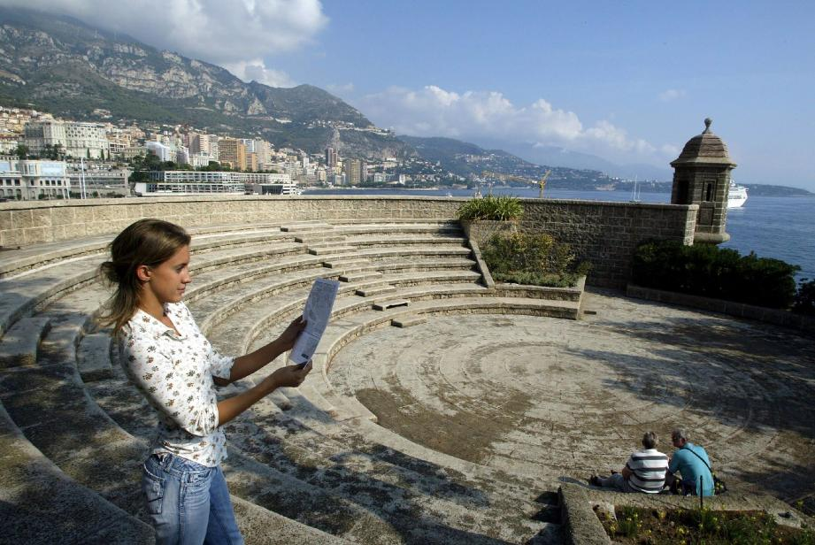 À deux pas du port Hercule et de ses yachts, le Fort Antoine est une véritable balade fraîcheur.