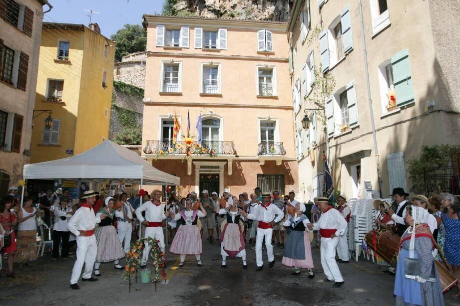 Les danseurs, musiciens et chanteurs du groupe Argo vivo ont animé dans la tradition cette première journée de fête.