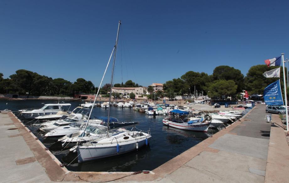 Samedi à 17 h 30, une plaque commémorative sera dévoilée sur le quai qui protège le port de Boulouris.