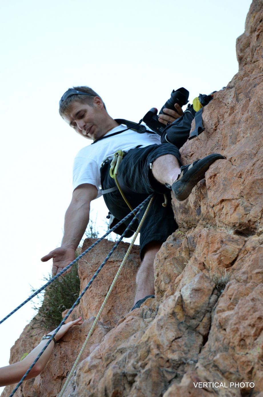 Sébastien Nalepka est photographe grimpeur. Vaché à un relais, il donne une vision spectaculaire du grimpeur en plein effort. Qui pourra ensuite repartir avec un CD.