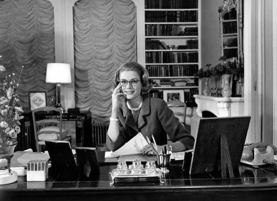 La princesse Grace en 1960, dans son bureau au Palais. Le long-métrage d'Olivier Dahan (La Môme ) se concentrera sur cette époque de sa vie, alors que la jeune femme quitte sa carrière d'actrice pour embrasser le rôle de mère, d'épouse et de princesse. Le tout sur fond de crise institutionnelle avec la France…