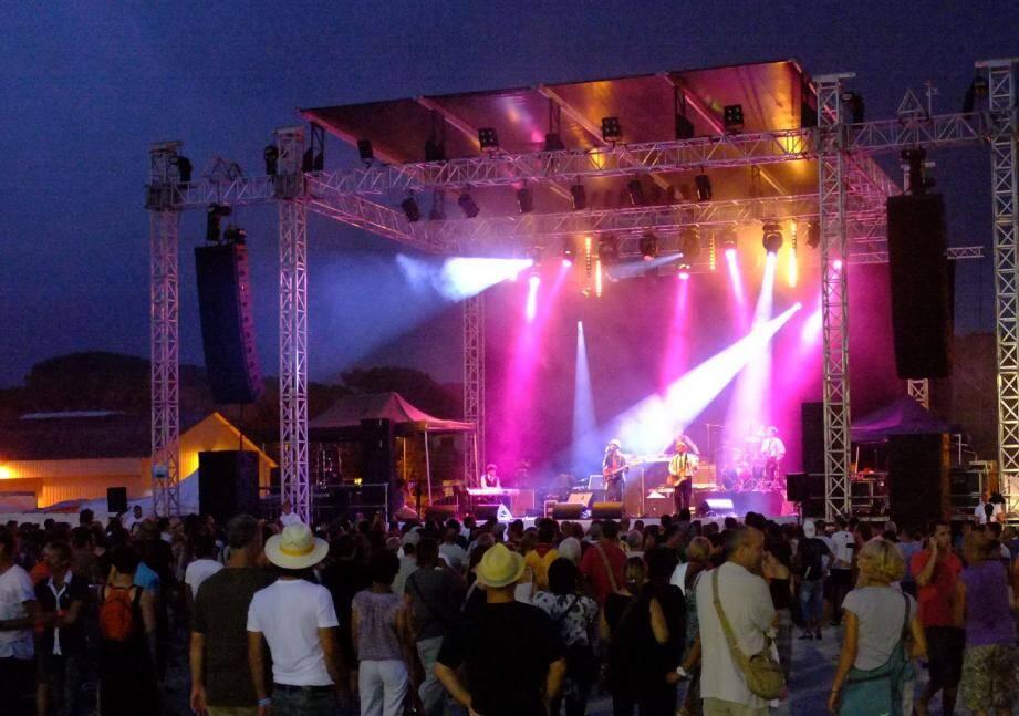 Plus de trois mille personnes ont assisté à la première du Puget Live Festival, dans une ambiance hyper détendue, sur des rythmes salsa, reggae... De grande qualité.