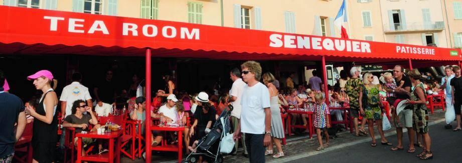 Avec 188 places en terrasse et 70 à l'intérieur, l'établissement Senequier, face au port de Saint-Tropez, peut recevoir jusqu'à 3 500 clients par jour. Ce qui, en fonction de la saison, représente entre vingt et cinquante emplois.