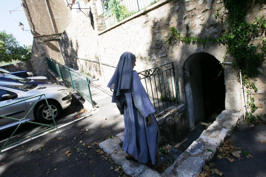 C'est dans cette cave, donnant sur le parking des Douves, que les deux religieuses se sont trouvées face à un serpent. De quelle nature, nul ne le sait !