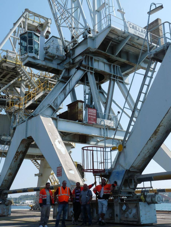 Les dockers de Brégaillon et de Toulon s'inquiètent de l'immobilisation des grues sur le port. Ils menacent de faire grève si les investissements promis par la CCIV ne se concrétisent pas.