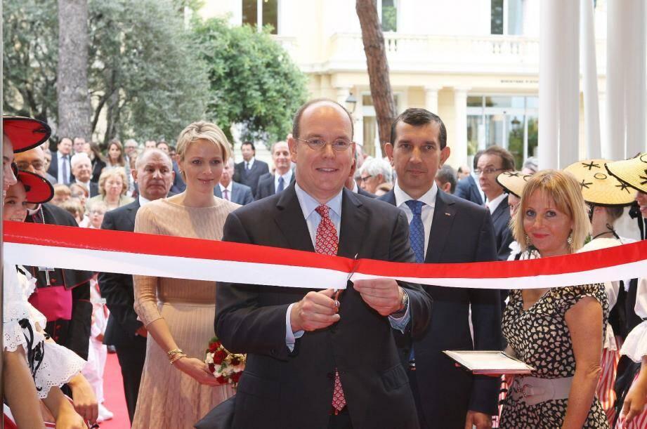 Après la bénédiction de Monseigneur Bernard Barsi, le prince Albert II a coupé le traditionnel ruban. Un jour qui marquera l'histoire de Monaco.