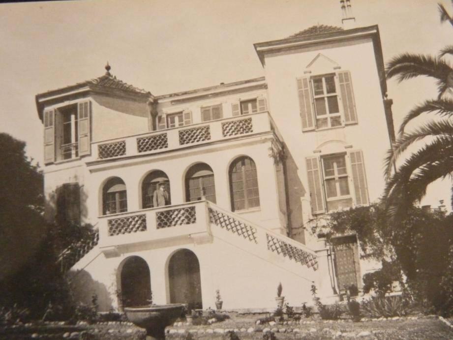 Ci-dessus, photo de la villa du domaine de l'Ermitage. Villa détruite en 1969.