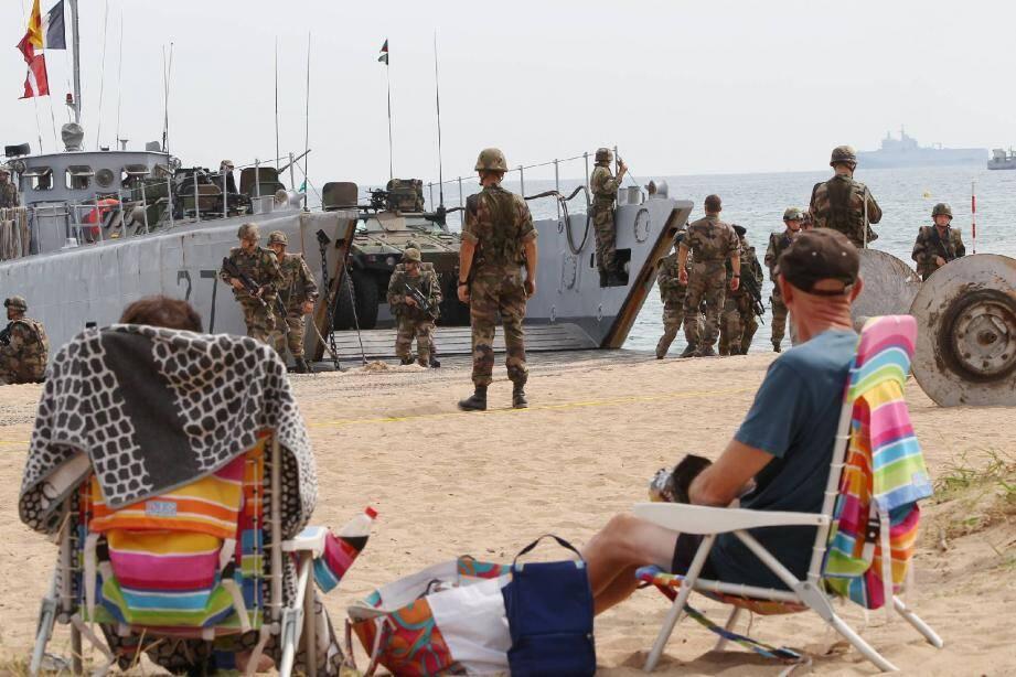 Ils étaient venus pour profiter de la vue : ils ont eu de l'action. Toute la journée, 200 hommes ont mené un exercice amphibie entre Saint-Aygulf et Roquebrune-sur-Argens.