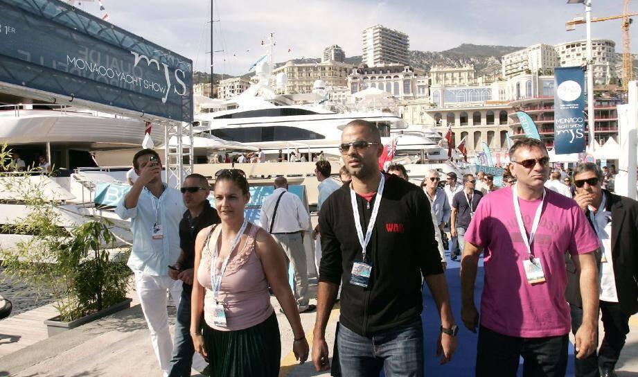 Tony Parker avec, à gauche, Gaëlle Tallarida la directrice du Monaco Yacht Show.