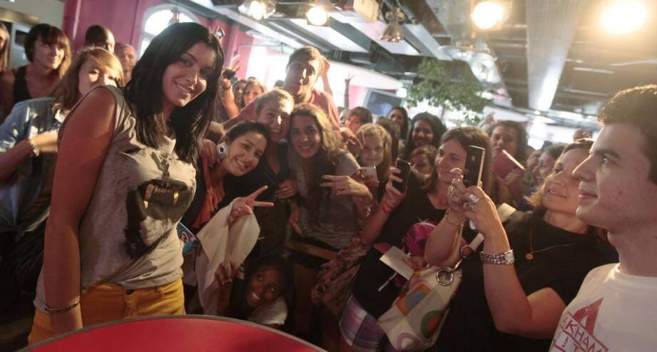 Jenifer à la rencontre de ses fans du Sud-Est à la Fnac de Nice.